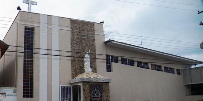 fachada-paroquia-sao-jose-tremembe