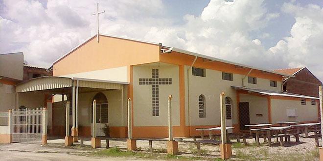 fachada-paroquia-jesus-ressuscitado-tremembe
